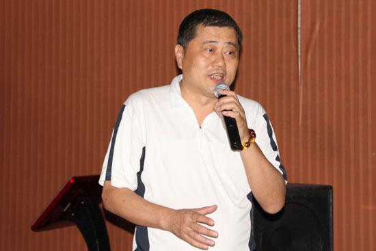 学校体育工作部副主任委员梁家栋主持互动讨论