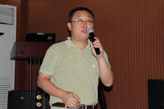 中国现代教育装备杂志社常务副社长丛林主持研讨会